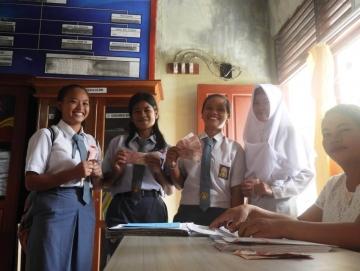 179 Siswa SMAN 1 Siberut Selatan Terima Bantuan PIP