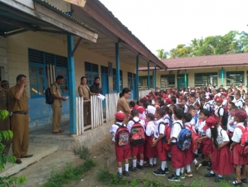 Hari Pertama Masuk Sekolah di Siberut Tengah Masih Pembagian Kelas dan Pengenalan
