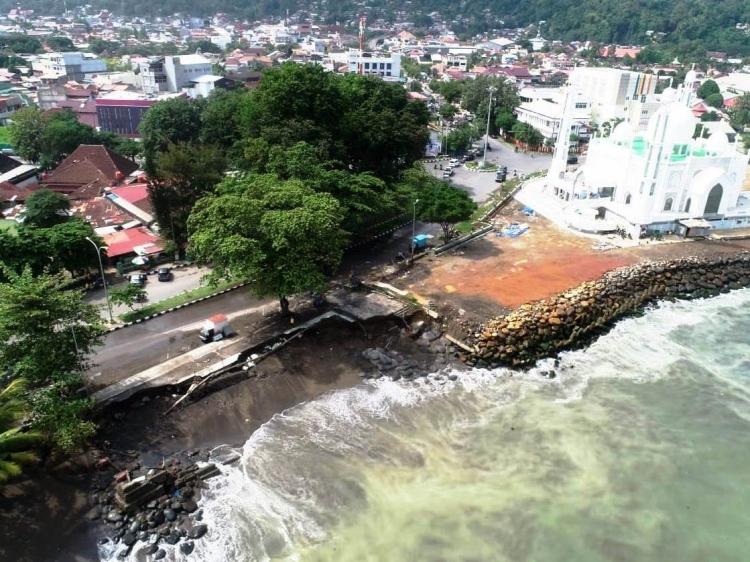 Abrasi Pantai Terus Terjadi Walhi Sumbar Minta Wilayah Pesisir Kota Padang Ditata Ulang