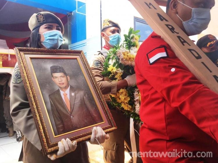Jenazah Jimer Munthe Dilepas Secara Seremoni di Kantor DPRD Mentawai