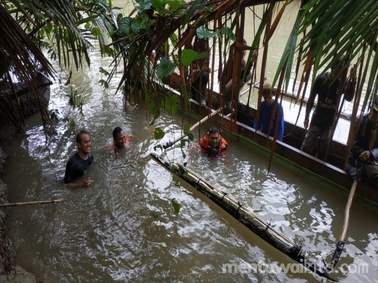 Hari Keempat Pencarian Gresensia di Matobe Tim Gabungan Menyelam Dasar Sungai