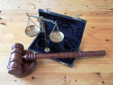 Benang Merah Hukum Adat dan Hukum Negara dalam Kasus-Kasus Kekerasan Seksual